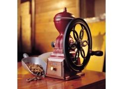 咖啡豆与研磨机摄影高清图片