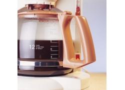 咖啡机里的咖啡摄影高清图片