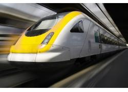 行驶中的高速列车摄影高清图片