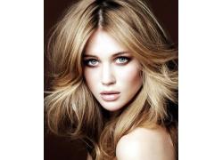 金发碧眼的外国美女面部高清图片