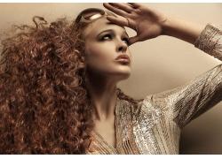 个性时尚发型戴墨镜的外国女人高清图片