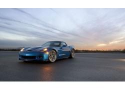 华丽蓝色跑车高清图片