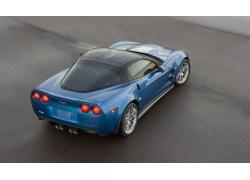 一辆蓝色豪华跑车高清图片