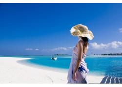 海边的时尚女人摄影高清图片