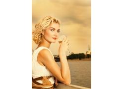 外国金发美丽女人高清图片