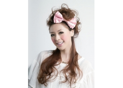 头戴蝴蝶结的美女发型设计高清图片