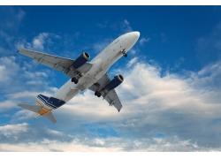 空中的飞机高清图片