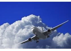 天空中的客机高清图片