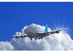 蓝天上一架飞行的飞机高清图片