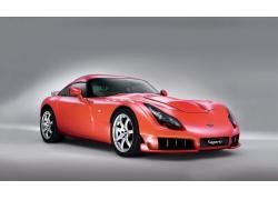 一辆崭新的红色跑车高清图片
