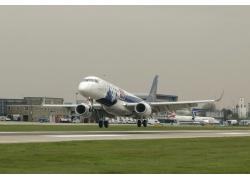 机场飞机起飞高清图片