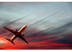 空中飞行的一架飞机高清图片