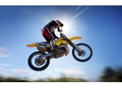 飞跃的越野摩托高清图片