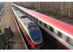 高速行驶的列车高清图片