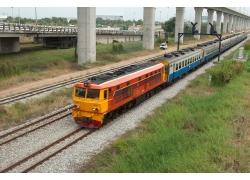 行驶中的火车高清图片