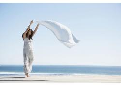 海边美丽女人写真图片