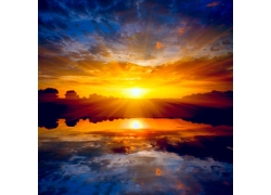 大海上的落日夕阳湖泊摄影图片