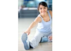 压腿健身的外国美女高清图片