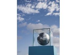 玻璃柜中的世界地球