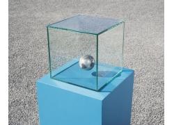 玻璃框内的腾空地球摄影