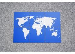 展开的世界地图拼图