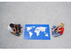 跨过世界地图的电话线