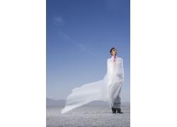 白纱包裹的外国男人图片