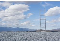 蓝天白云下的梯子图片素材