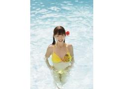 水里的比基尼美女图片