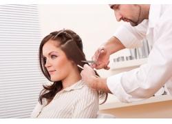 发型设计师与模特美女