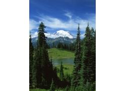 高山上的雪景摄影图片