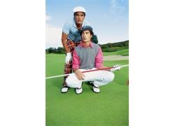 高尔夫球场上的时尚男人