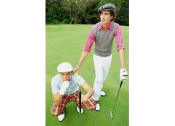 手拿高尔夫球杆的时尚男人