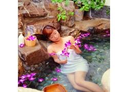 躺在温泉里的女人