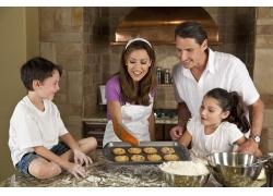 做小吃的外国家庭