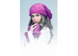 手摸围巾的冬季女孩图片