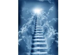 云彩与阶梯
