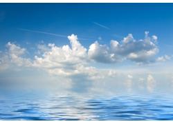 蓝天白云与大海