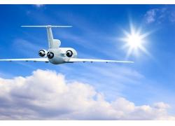 天空中飞行的航天飞机