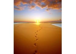 沙漠落日与脚印