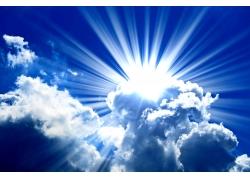 阳光透过云层