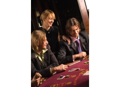 赌博的男士女士