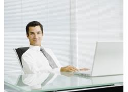 办公室的男人