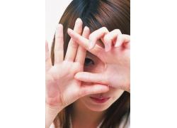 做手势的女孩图片