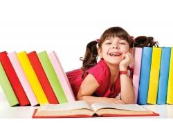 可爱小女孩与书本图片