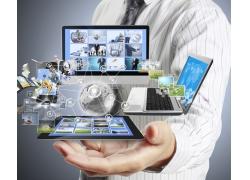 商务男士与电脑信息科技