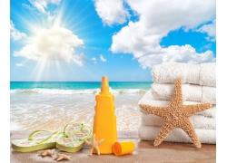 海滩风景与毛巾防晒霜
