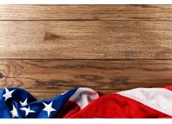 美国国旗与木板背景