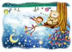 坐在树枝钓月亮星星的小熊和小女孩图片
