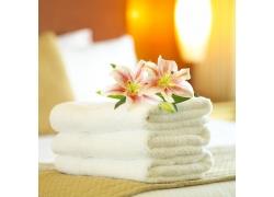 美丽鲜花与毛巾